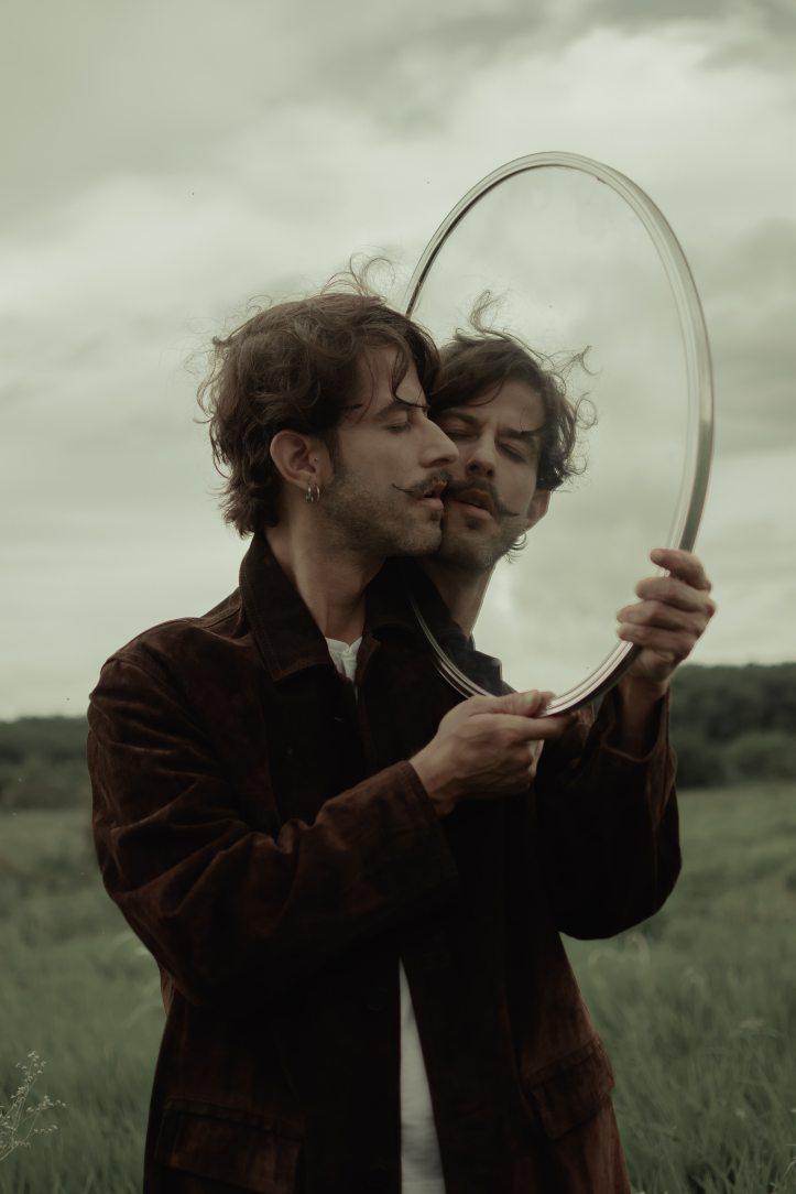 beard-man-mirror-1759549